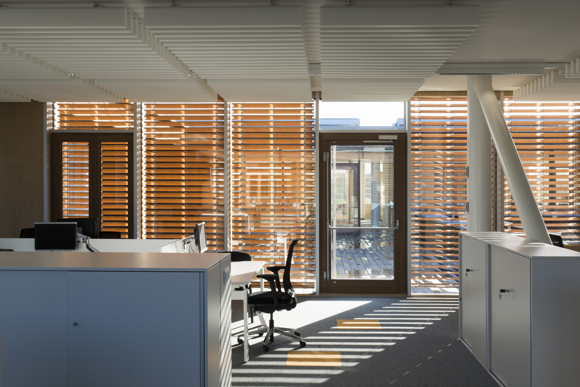 Exterior Wooden Venetian Blinds On Thin Stretchers [583]