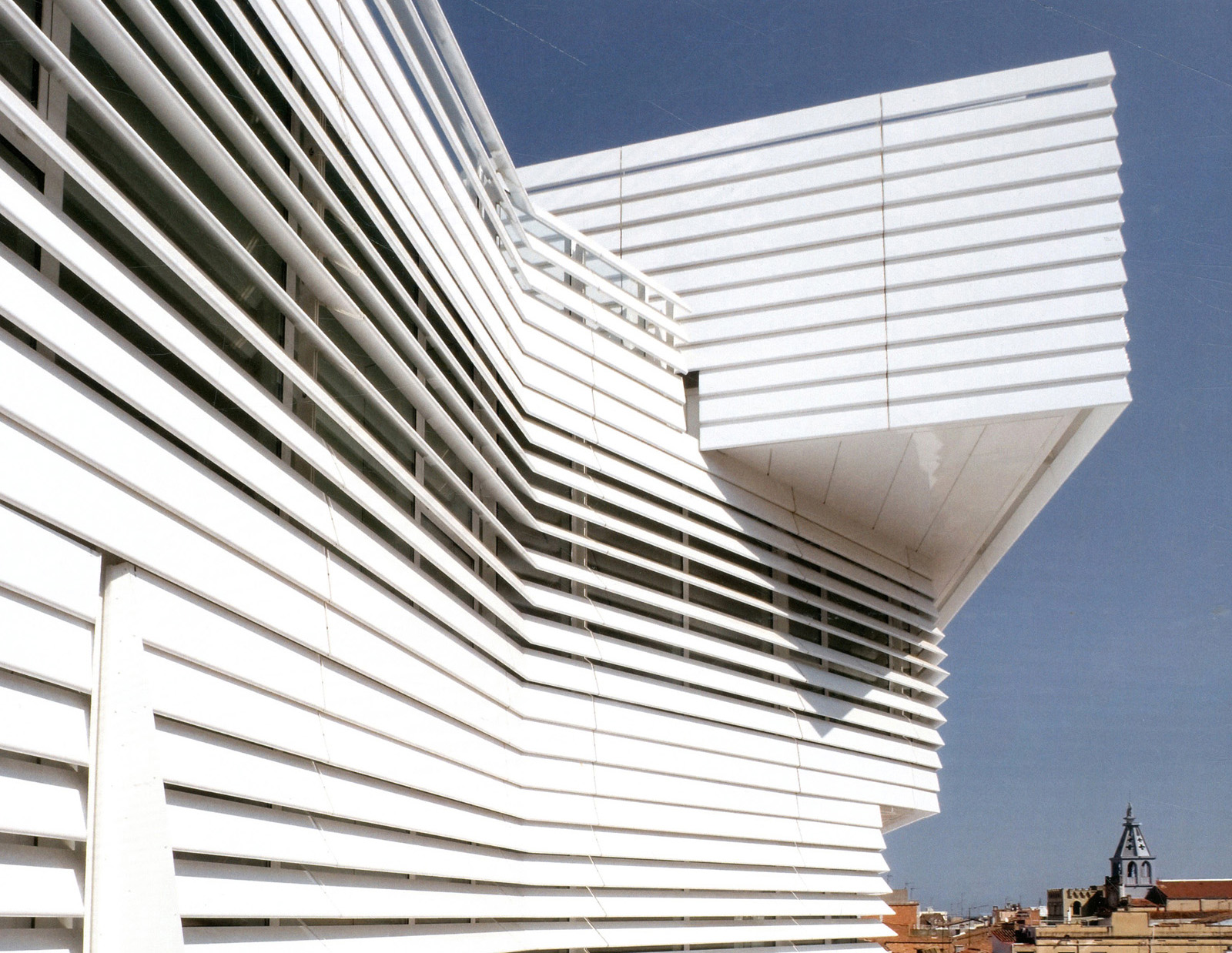 Louvered Facade In Different Slopes Torreslape 241 A 486