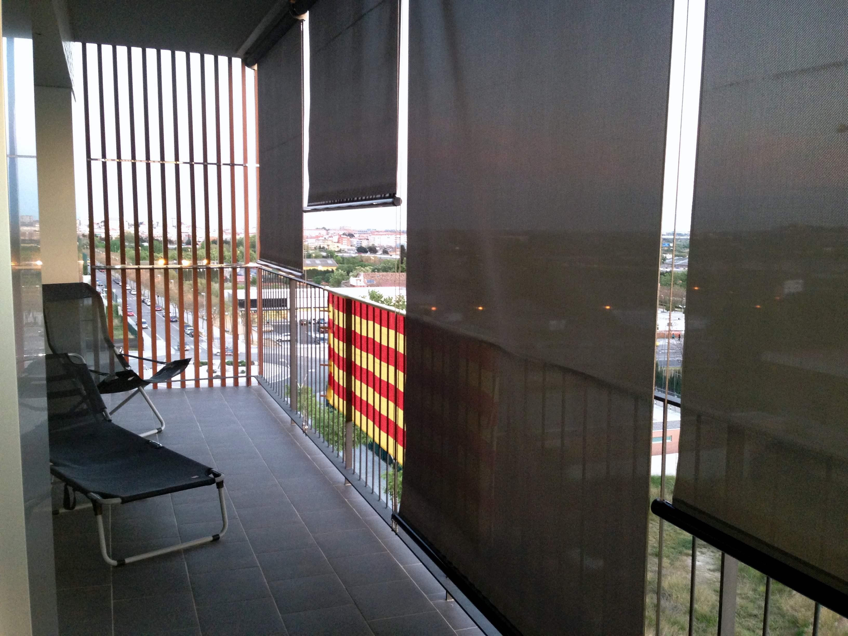 Balc n con celos a y toldo 377 filt3rs - Persianas para balcones ...