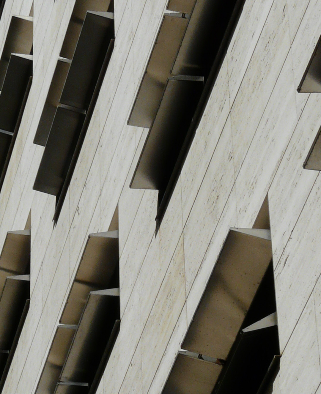 horizontal pivoting louvers in hotel nh constanza [270] | filt3rs