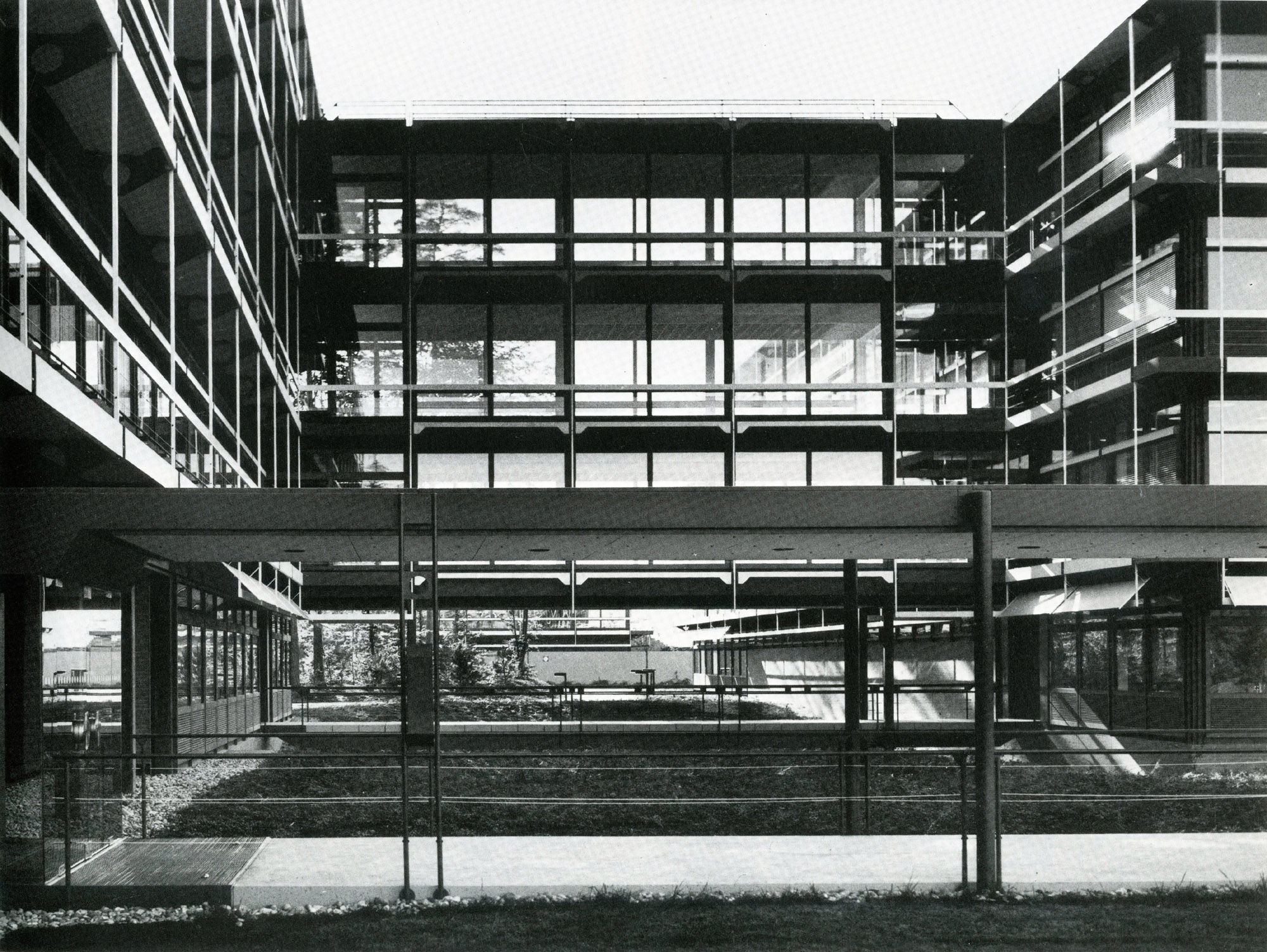 Fixed Textile Awning On Ibm Offices  By Egon Eiermann  299