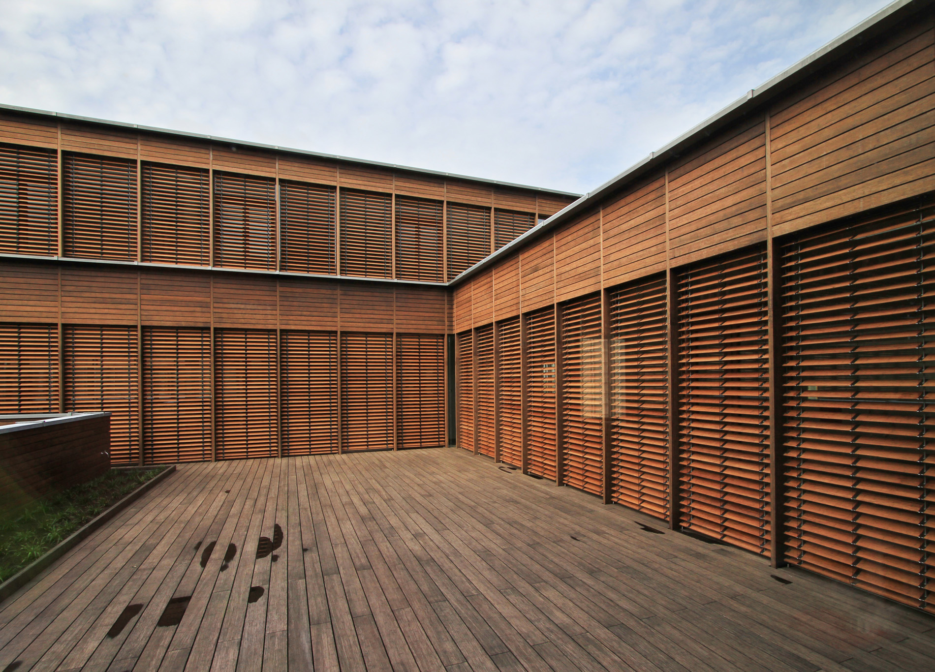 Exterior Wooden Venetian Blinds On Thin Stretchers 583