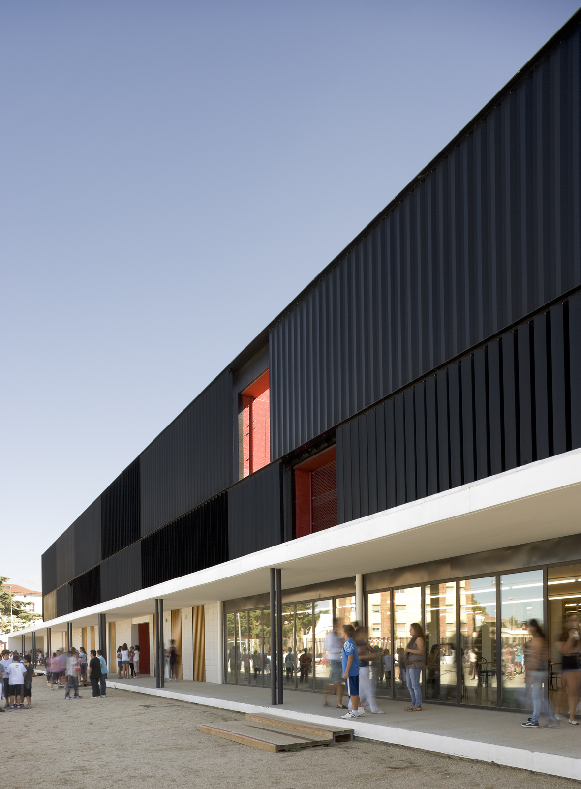 Vertical Pivoting Louvers On School By Baas 328 Filt3rs