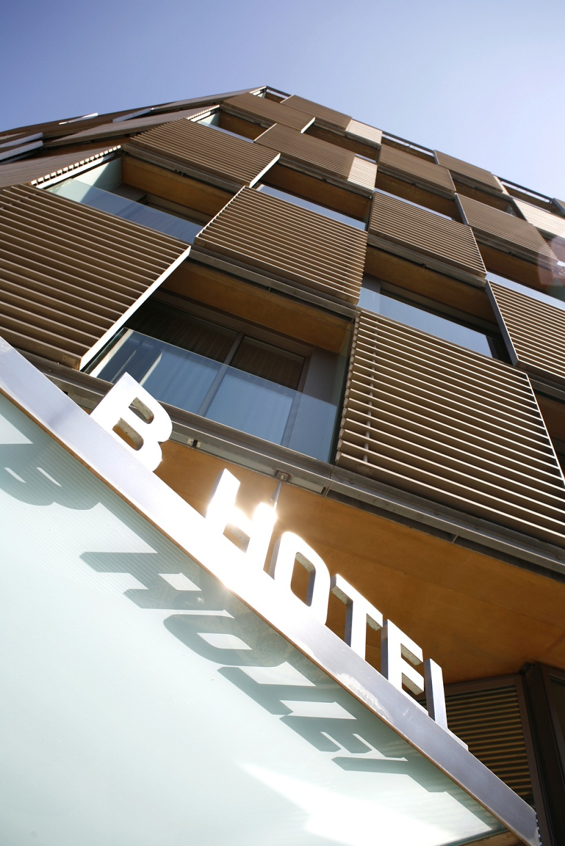 sandstone and aluminium louvers, b-hotel in barcelona [232] | filt3rs