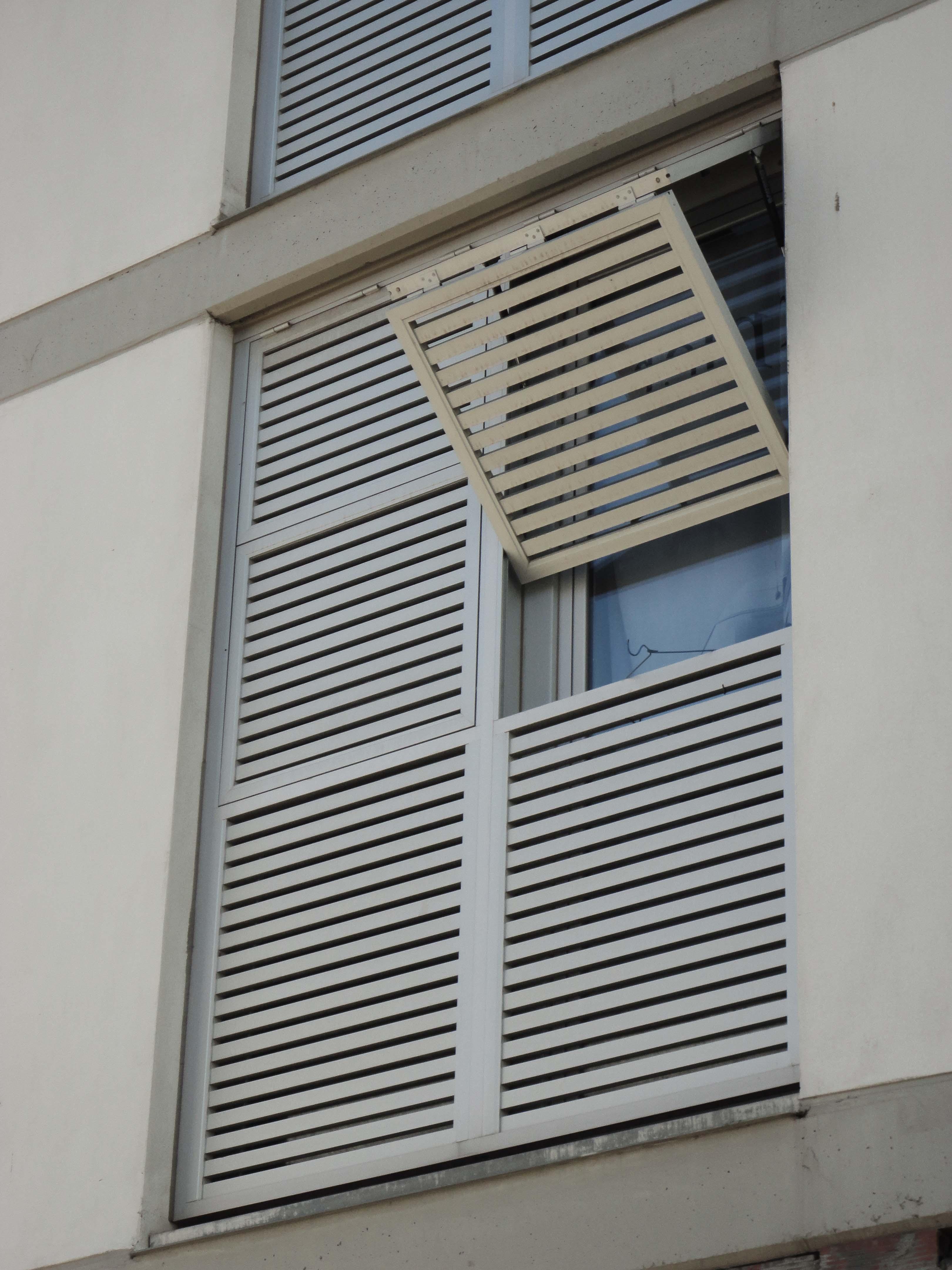 Vertical Folding Sliding Louvered Shutters In 22 260