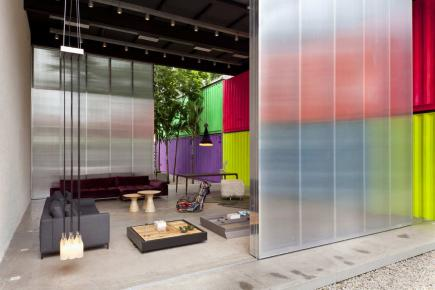 Link: Huge sliding polycarbonate doors closing a showroom porch [223]